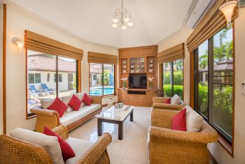 10-Villa-Pattaya-Hill-Living-room