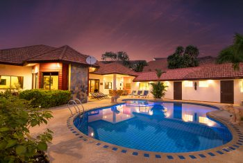 8-Villa-Pattaya-Hill-Villa-at-night