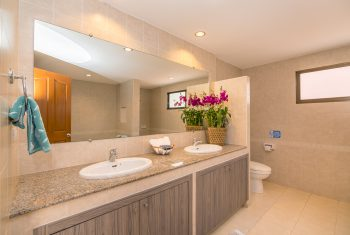 23-Villa-Pattaya-Hill-Master-bathroom