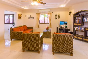 27-Villa-with-pool-living-room