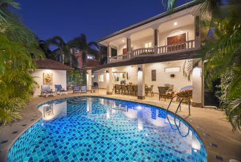 30-Villa-Waree-Pool-at-night